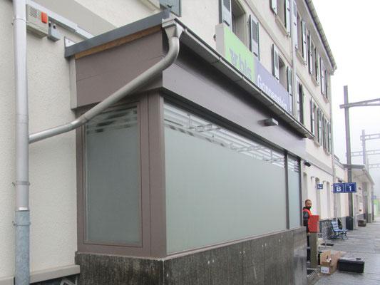 Verklebung der Folien auf Innen und Aussenseite der Fenster möglich