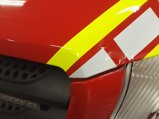 Reflektierende Folienstreifen Einsatzfahrzeug Feuerwehr
