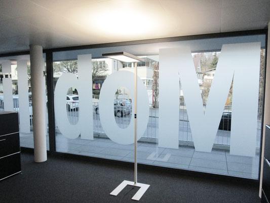 Glasdekorfolie mit Logo der Mobiliar Versicherung in Spiez