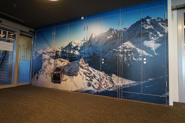 Verklebung von Fotoprint über Schrankwand