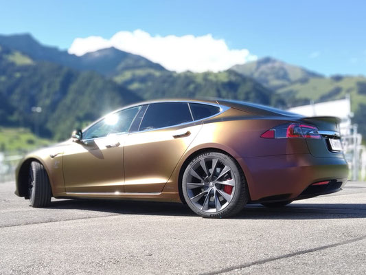 Folierung Tesla mit 3M Volcanic Flare