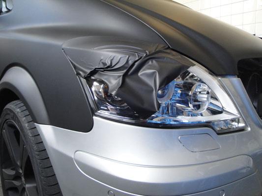 alle Fahrzeuge würden mit schwarz- matter Folie foliert