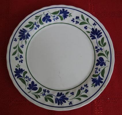 assiette décorée de fleurs bleues