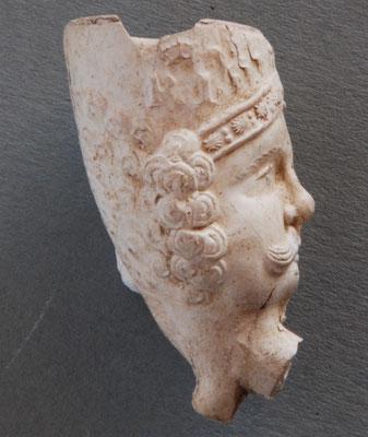 De eerste figuraal versierde koppen met een ander thema dan Jonas