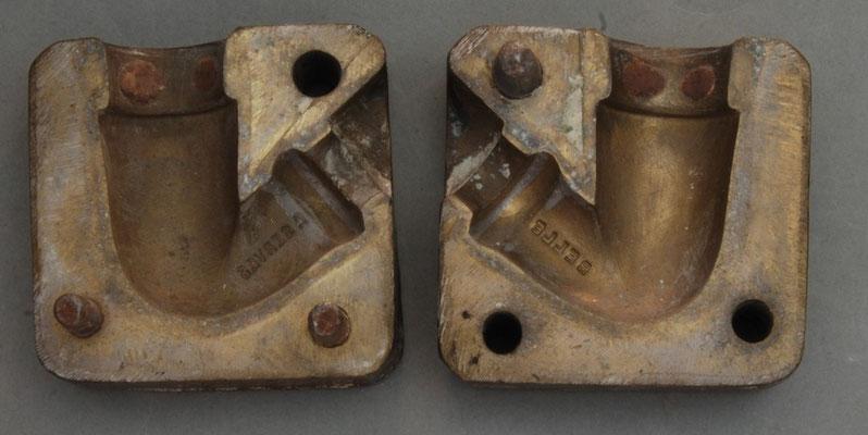 Mal van Victor Belle (Frankrijk), waarschijnlijk daarvoor van Dutel Gisclon. In de steel de tekst BELLE en aan de andere kant A SERVES