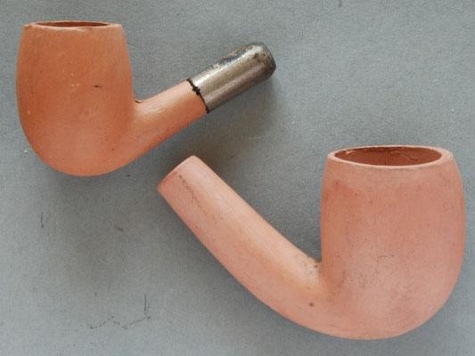 Twee rode, relatief fijn afgewerkte koppen van onbekende fabrikant
