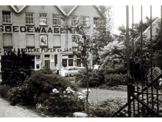 1955, de voorzijde van de fabriek