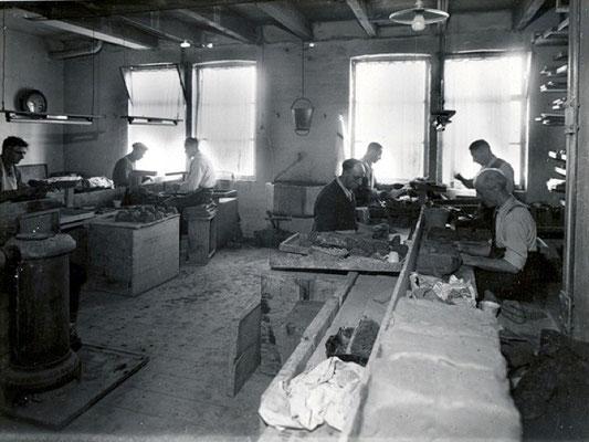 Het kasten van de pijpen op de mannenzaal van voor 1940