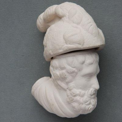 Een 'Homerus' achting kop met deksel. Dit soort pijpen met deksel van pijpaarde zijn vooral bekend van de franse firma Louis Fiolet uit Saint Omer, Frankrijk (ca 1850) (ref *13)