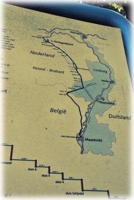 Eine Tafel erklärt den Verlauf der Kanäle zur Maas hin