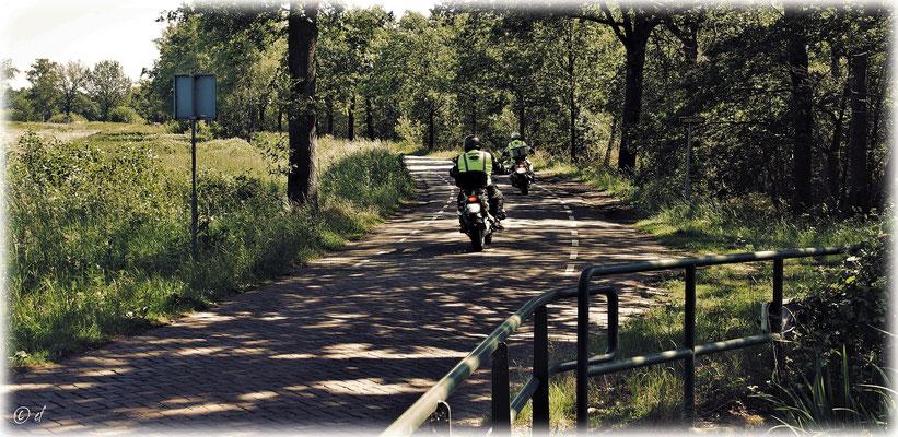 Motorradfahren in einer herrlichen Landschaft