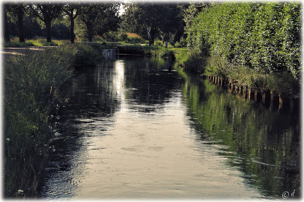 Schöne Wasserwelten entlang der Landstraße