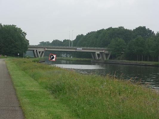 Entlang des Kanals