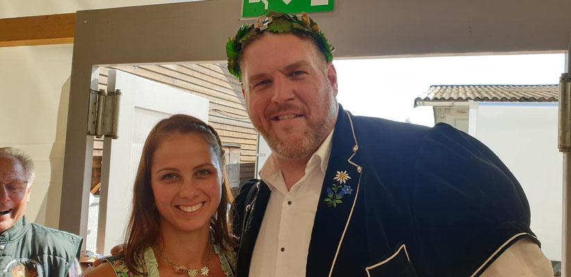 Die Braunviehkönigin 2017 mit dem Schwingerkönig 2019