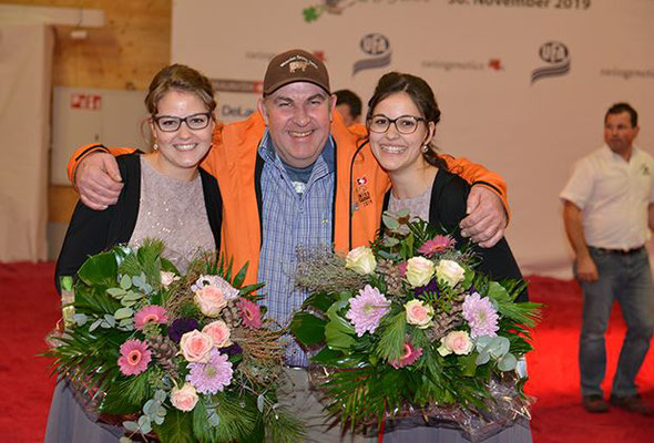 Die zwei Ehrendamen an der Swiss Classic 2019 mit Rolf Stocker Präsident Swiss Classic