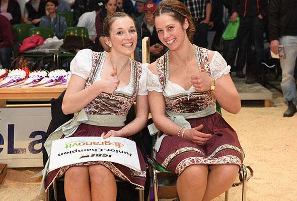 Die zwei Ehrendamen Nicole Manser und Braunviehkönigin Patrizia an der IGBS Ausstellung 2019