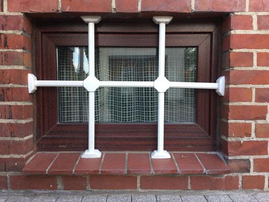 Fenstergittermontage in Hamburg – Fenstergitter mehr als nur Einbruchschutz gegen Einbrecher. Da Fenstergitter zum ersten Eindruck ihres Hauses gehören, haben wir auch an die Ästhetik gedacht Montagebespiel_04