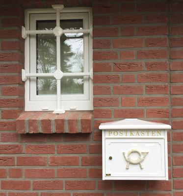 Fenstergittermontage in Hamburg – Fenstergitter mehr als nur Einbruchschutz gegen Einbrecher. Da Fenstergitter zum ersten Eindruck ihres Hauses gehören, haben wir auch an die Ästhetik gedacht Montagebespiel_03
