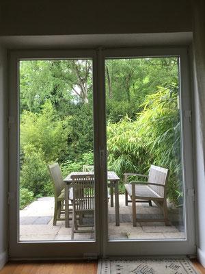 Fenster ohne zusätzliche Sicherungen sind für Einbrecher leicht zu überwinden. Für ein Fenster kann die Sicherheit gegen Aufhebeln schon durch die Art der Verriegelung erhöht sein