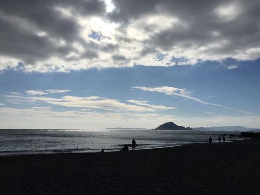 神島を臨んで