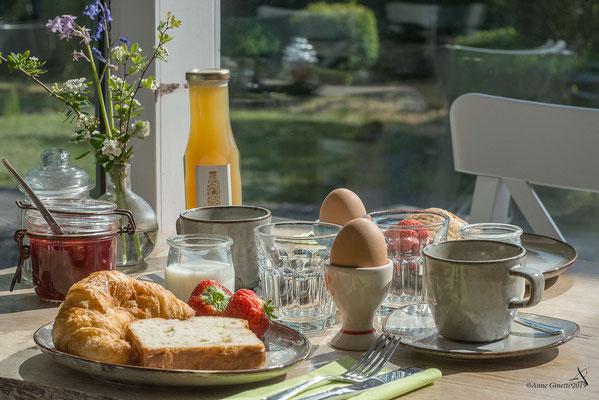 Les Chambres du Vivier, chambres d'hôtes à Durbuy, Ardenne - Petit déjeuner avec produits du terroir