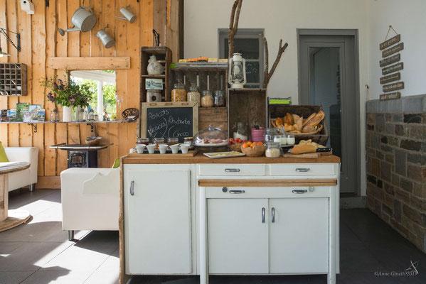 Les Chambres du Vivier, chambres d'hôtes à Durbuy, Ardenne - Petit déjeuner varié avec produits du terroir
