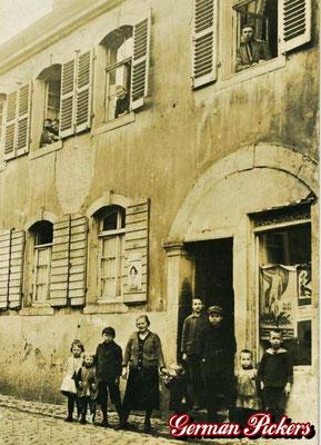 AK / Foto - Altes Geschäftslokal in Koblenz um 1910 mit Emailschild Schultheis Bier vom Rhein