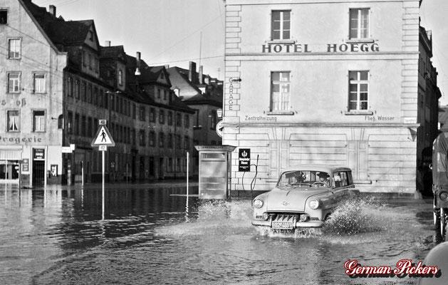 AK / Foto - Hochwasser in Koblenz Ehrenbreitstein - im Hintergrund ein Königsbacher Brauerei Glasschild