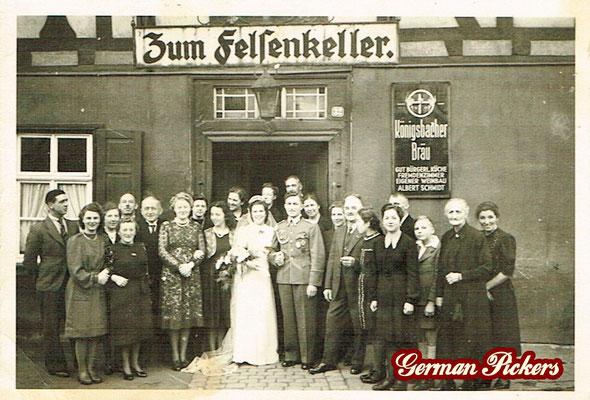 AK / Foto Gaststätte Felsenkeller - Hinterglasschild der Königsbacher Brauerei / Bräu
