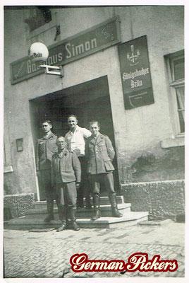 AK / Foto Gasthaus Simon - Hinterglasschilder der Königsbacher Brauerei / Bräu