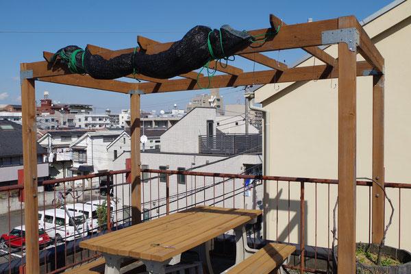 屋上のパーゴラ