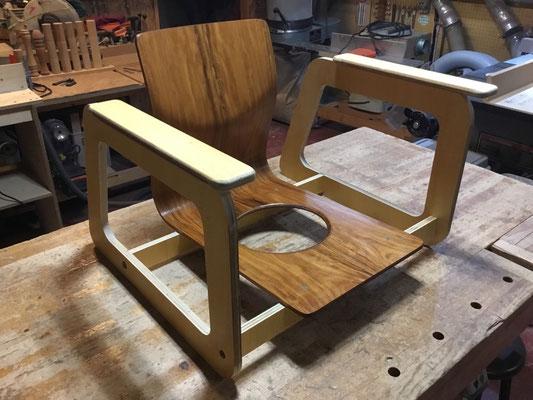 ひじ掛け付き低座椅子(天童木工の座椅子リメイク)