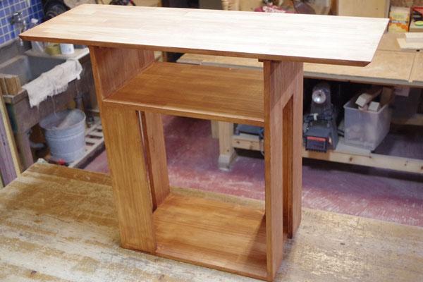 食卓の脇に置く棚