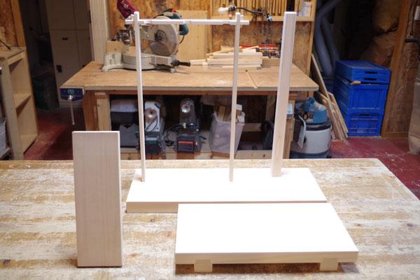 神社の弓と鏡を飾る台