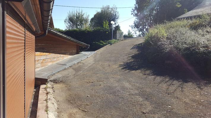 Entretien des espaces verts avant le débarras d'une maison à levier - débarras Ahlen Clément