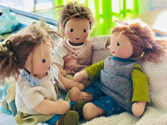 Wiedersehen im Spital: Emmas, Neles und Christines Nävuspuppen