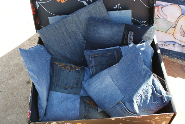 jeans cushion spain