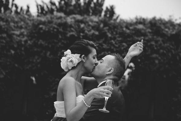 Il brindisi con bacio degli sposi