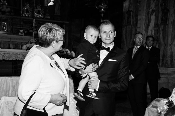Lo sposo all'altare col figlio