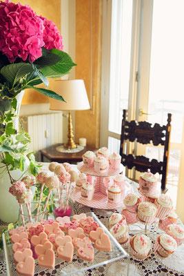 Buffet di dolci a casa della sposa
