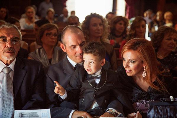 Bambino al matrimonio