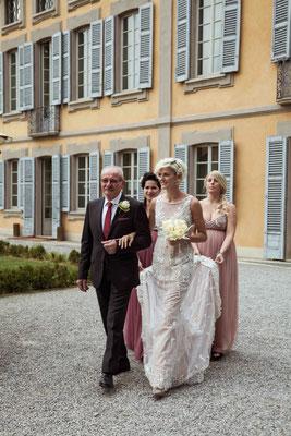 L'arrivo della sposa col padre e le damigelle