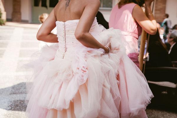 Dettaglio dell'abito della sposa