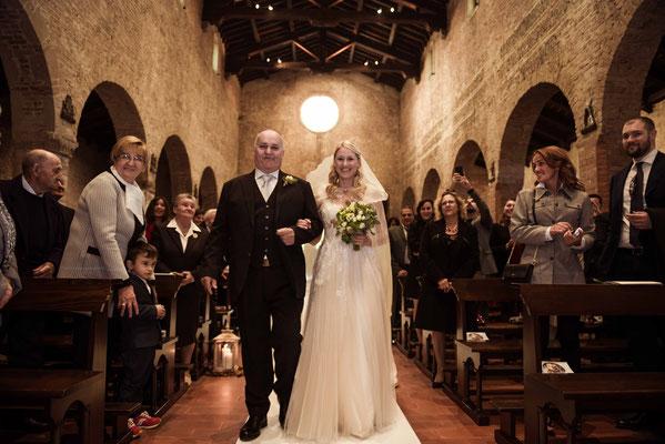 L'ingresso della sposa con il padre