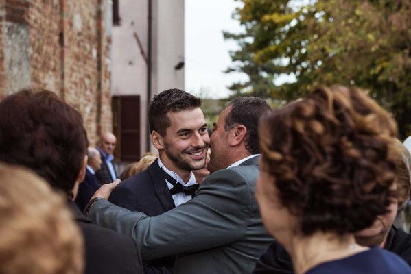 Gli abbracci degli invitati