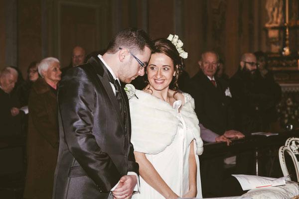 Coppia di sposi in chiesa