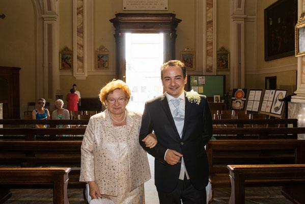 L'entrata dello sposo con la madre