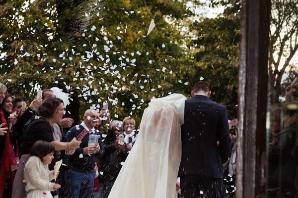 L'uscita degli sposi dalla chiesa