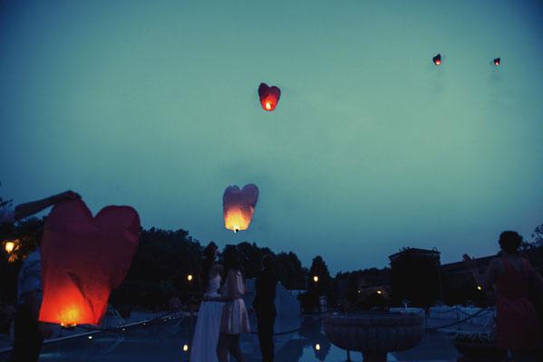 Il lancio delle lanterne di carta