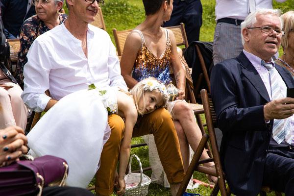 Bambina durante il matrimonio